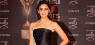 Alia Bhatt in Off Shoulder Black Yellow Evening Gown at Sunsui Stardust Awards 2015
