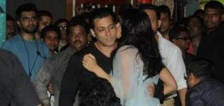 Jacqueline Fernandez Kissing Salman Khan in KICK 2014 Hindi Movie Promotion - Hot Kiss Images