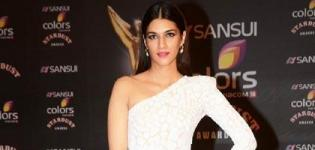 Kriti Sanon in White Fish Cut Evening Gown at Stardust Awards 2015 - Latest Pics