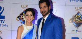 Kumkum Bhagya Star Pragya in Blue Saree with Abhi Latest Photos at Zee Rishtey Awards 2015