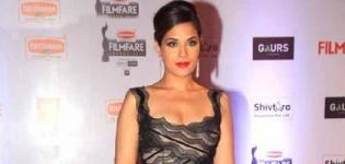 Richa Chadha in Black Gown at 61st Filmfare Awards 2016 - Recent Images