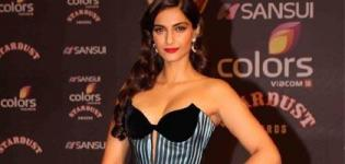 Sonam Kapoor in Off Shoulder Striped Dress at Sansui Colors Stardust Awards 2015 Mumbai
