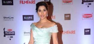 Sophie Choudry in Off Shoulder Mint Green Satin Gown at 61st Filmfare Awards 2016