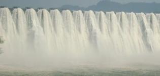 Sardar Sarovar Dam Overflowing - Narmada Dam Overflow 2012