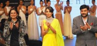 Malaika Arora Khan IIJW 2012 Mumbai Fashion Week Photos Pics Pictures