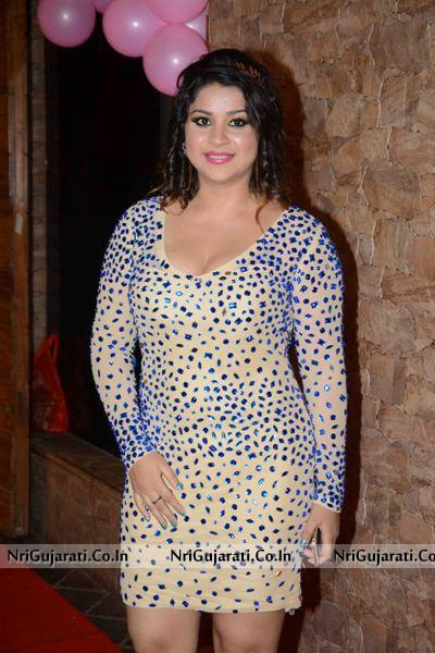 Actress Anara Gupta Birthday Bash With T P Agarwal, Ravi Kishan And Manoj Tiwari