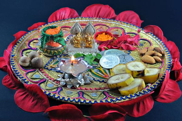 Diwali pooja thali decoration ideas deepavali laxmi puja for Aarti thali decoration ideas for ganpati